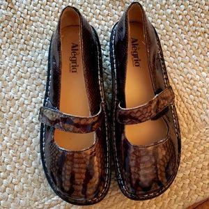 Alegria Shoes Olive Snake Skin Look 40